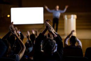 קורס עמידה מול קהל